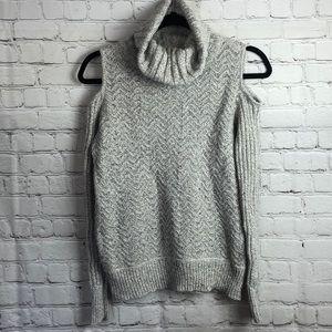 American rag. Cold shoulder sweater